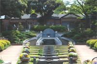 外国人墓地に隣接する元町公園