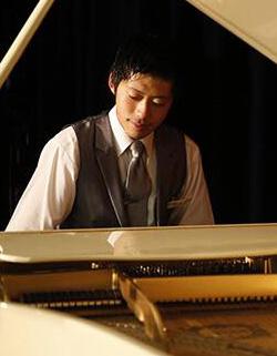 船上のピアニスト 佐野仁哉さん